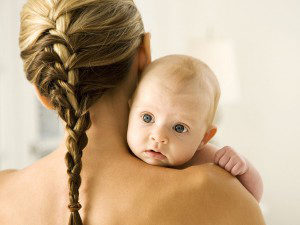 Каковы причины выпадения волос после родов