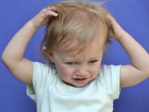 Причины появления облысения у ребенка