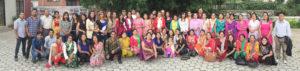 Работники фабрики К33 в Катманду по производству систем замещения волос